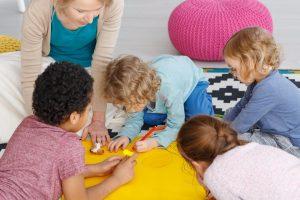 art-class-in-kindergarten-PMY9SYP